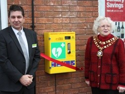 The Midcounties Co-operative unveils new defibrillator at Food store in Swindon