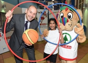 Peter Dodding from event sponsor SPAR and Aliya, 10 from Great Harwood St John's primary