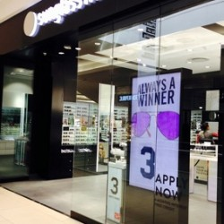 Sunglass Hut implements digital signage by Moving Tactics in 24 stores