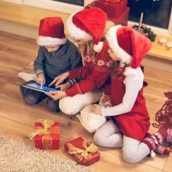 UK Shoppers turn to digital and mobile shopping as Christmas approaches, Salmon reports
