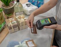 Verifone enables businesses-on-the-go by launching a multi-purpose camera on its portable payment device