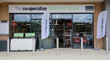 New Southern Co-op store marks opening with a £500 foodbank donation