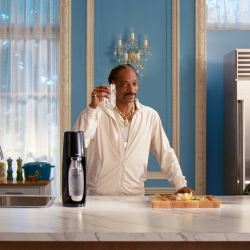 Snoop Dogg stars in SodaStream Christmas campaign